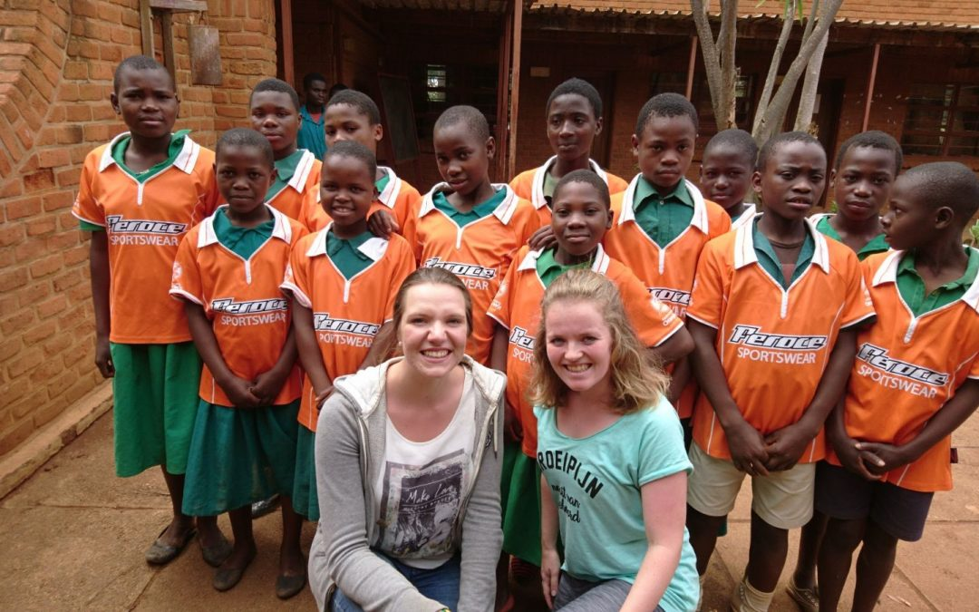 Bembeke – Malawi kleurt Oranje-Wit!